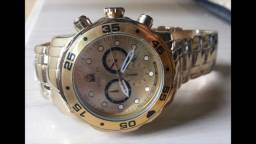 Relógio importado de luxo