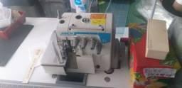 Título do anúncio: Vendo máquinas de costura. Reta e ponto cadeia com acessórios mesa de apoio.