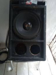 Vende-se um alto falante de 250 MS e um caixote de som