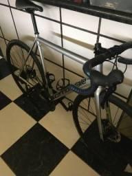 Título do anúncio: Bicicleta speed cannondale caad12