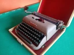 Máquina de escrever Remington funcionando