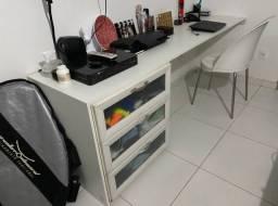 Mesa com 4 gavetas
