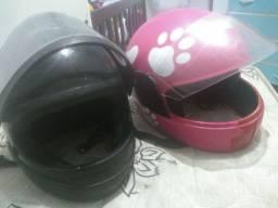 Vendo dois capacetes por 100