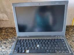Notebook Dell com entrada do carregador estragado, e dvd Blu Ray Sony.