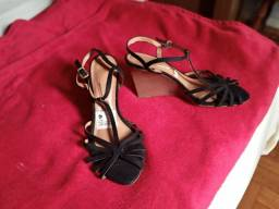 Sandalias e sapatos