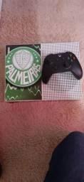 Xbox One S com skin do Palmeiras