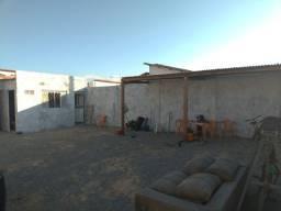 Espaço para lava-jato ou depósito, vizinho a futura clínica popular no bairro