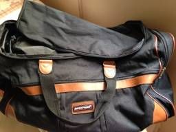Linda bolsa de viagem com pouco uso
