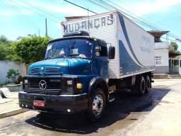 Caminhão Baú Mercedes bens 1113