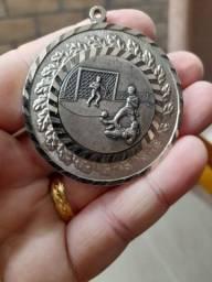 Título do anúncio: Linda medalha anos 70 futebol, Varig e cruzeiro