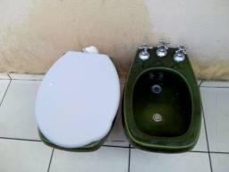 Vaso sanitário e bidê na cor verde em ótimo estado de conservação