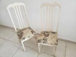 Cadeira de Madeira com acabamento em patina
