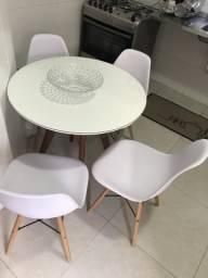 Conjuntos de maresia e 04 cadeiras