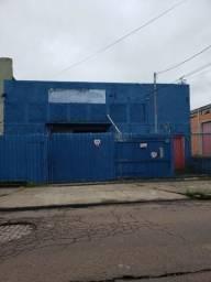 Pavilhão bairro Floresta 330m2 com portão para rua e estacionamento