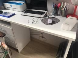 Escrivaninha fórmica branca 3 gavetas