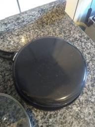 Frigideira esmaltada preta com tampa de vidro 50.00
