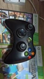 Xbox 360 com 2 jogos originais e 1 controle