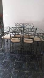 Mesa de vidro, seis cadeiras