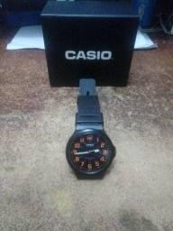Título do anúncio: Relógio CASIO quartz esportivo a prova dágua até 50 metros.
