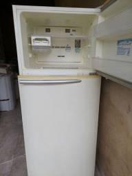 Vendo geladeira Electrolux frosfree 400 litros bem grande