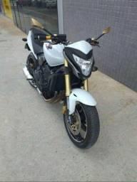 moto Hornet