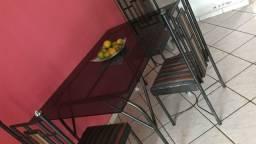 Mesa vidro fume um metro e meio com 4 cadeiras entrego grátis