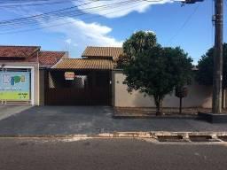 Casa com 3 dormitórios para alugar por R$ 2.000/mês - Tiradentes - Campo Grande/MS