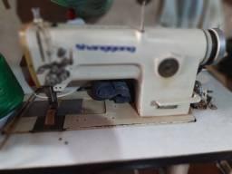 Máquinas de costura e de corte industriais