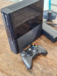 Xbox 360E 4GB + GTA V