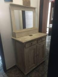 Balcão de pia rústico e espelho com moldura rústico