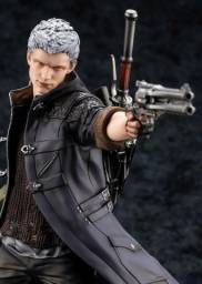 Action Figure Nero (Devil may cry 5)