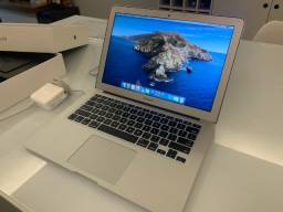 Macbook Air 13.3 pol - Intel i5 - 8GB - 128GB de armazenamento