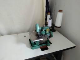 Máquina Overlock usada