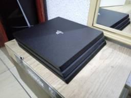 PlayStation 4 Pro semi-novo