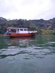 Barco para passeio coletivo ou privado
