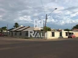 Excelente casa à venda mobiliada com garagem, bem localizada, de canto no bairro Prainha,