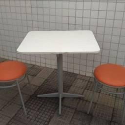 Mesa de fórmica c/ 2 cadeira tubular c/ almofada p/ restaurante lanchonete etc.