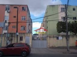 Apartamento, 64 m² - venda por R$ 120.000,00 ou aluguel por R$ 800,00/mês - Messejana - Fo