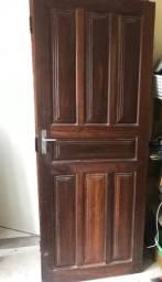 Porta de madeira maciça. 80cm x 204cm