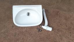 Título do anúncio: Par de lavatórios para banheiro sendo um Deca novo e outro usado