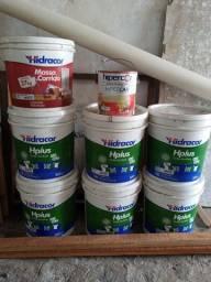 Vendo 6 baldes de tintas 1 de argamassa e 1 de esmalte sintético