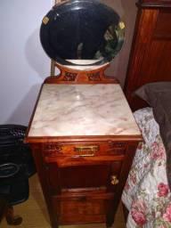 Par de criado mudo antigo com tampo de marmore italiano e espelho