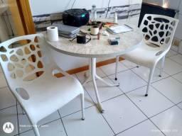 Cadeiras polipropileno e mesa