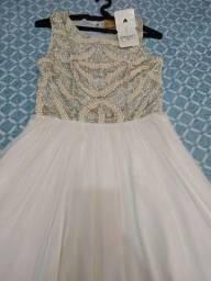 Lindo vestido trabalhado em pérolas