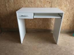 Título do anúncio: Mesa/ escrivaninha/ escritório/ com gaveta/ suporte teclado novo MDF