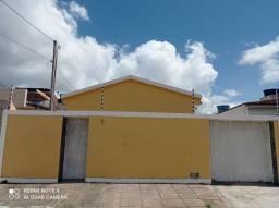 Vende casa próximo ao centro , vizinho ao posto do bananeira .