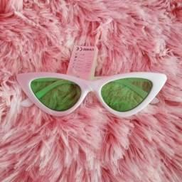 736128949d709 Óculos gatinho branco lente verde importado (Itália) (NOVO)