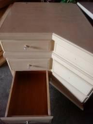 Balcao com tres gavetas em madeira