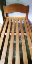 Vende se ou troca se cama de madeira pura em celular