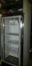 Vendo está geladeira depoziror de bebidas está bem conservada está fonsonanda